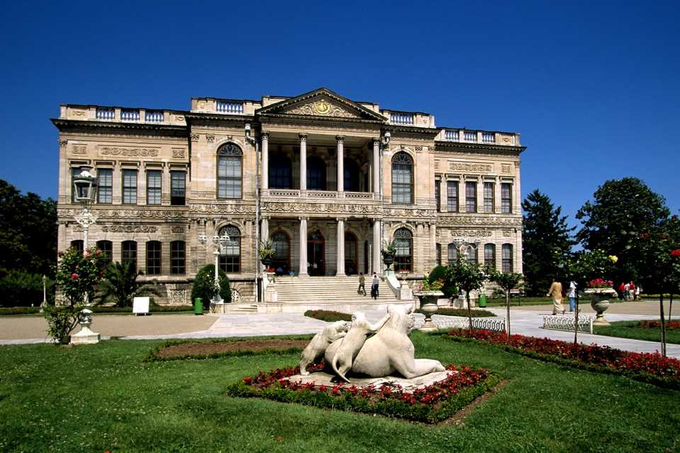 Half Day Dolmabahce Palace Tour