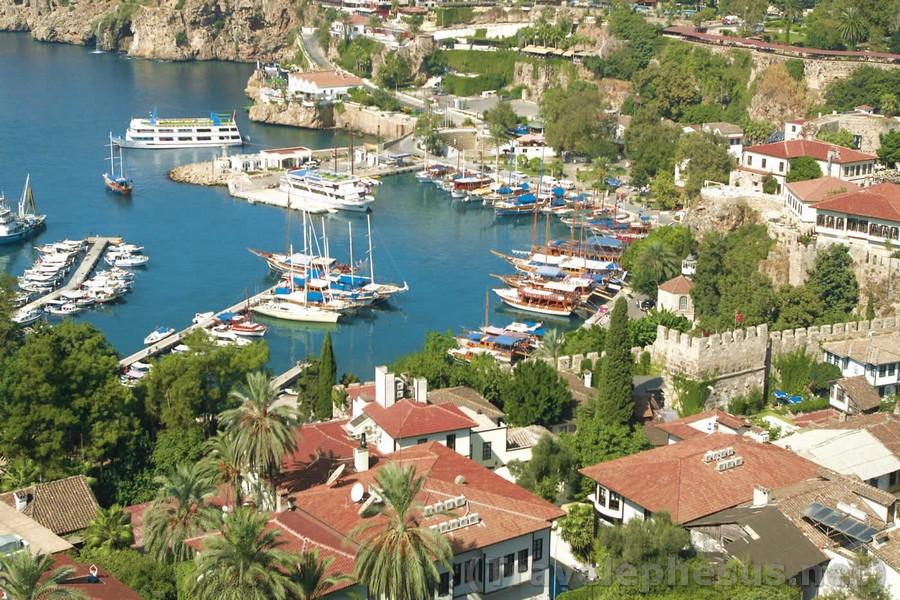 9 Days Istanbul-Ephesus-Pamukkale-Antalya-Cappadocia by Bus
